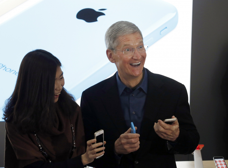 Apple-Pay-TimCook-Happy