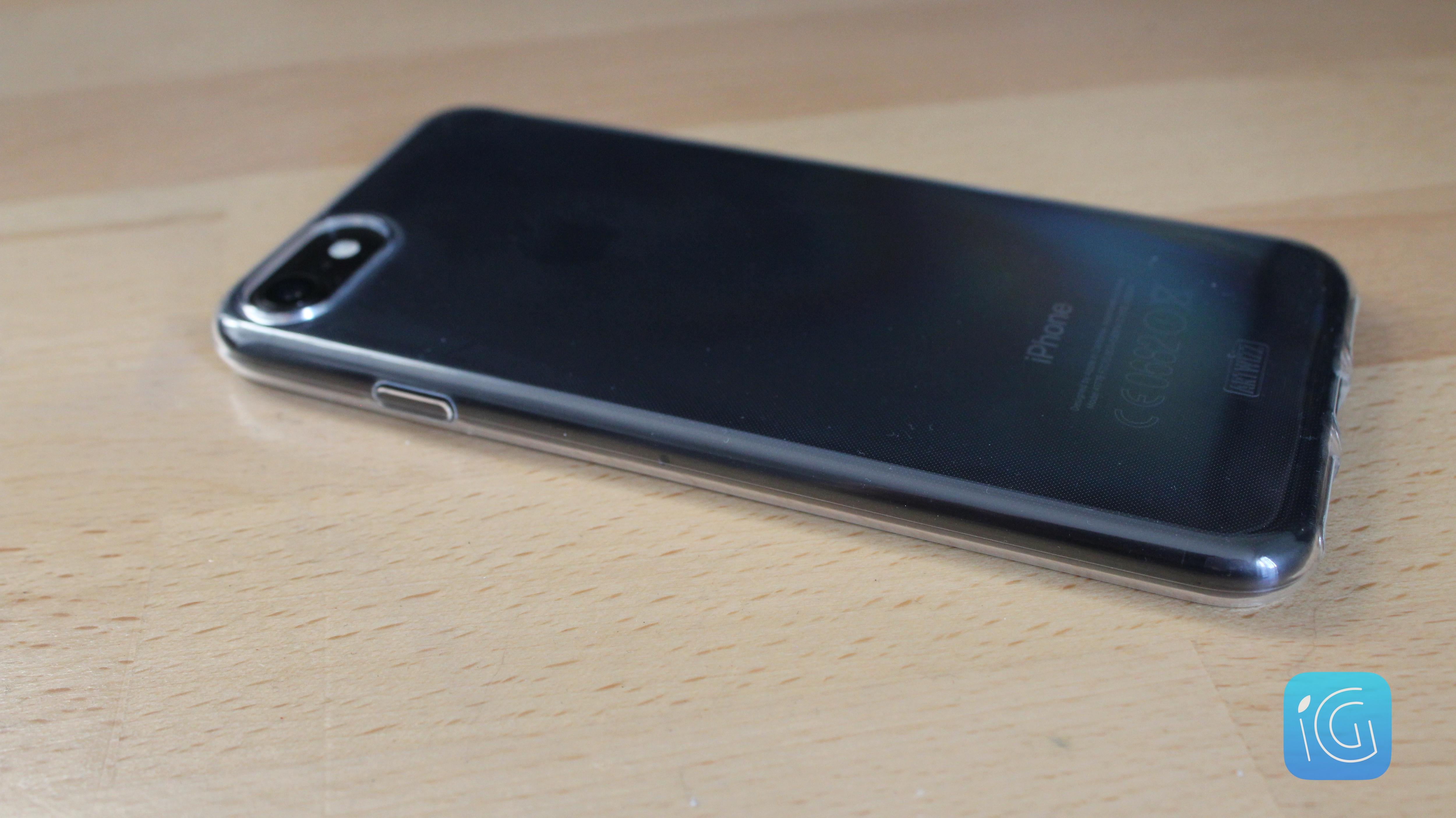 3e51e8a4868d55 Commençons de suite avec le grand classique   la coque transparente. Si  vous êtes un fan du design de l iPhone et que vous souhaitez lui adjoindre  un ...